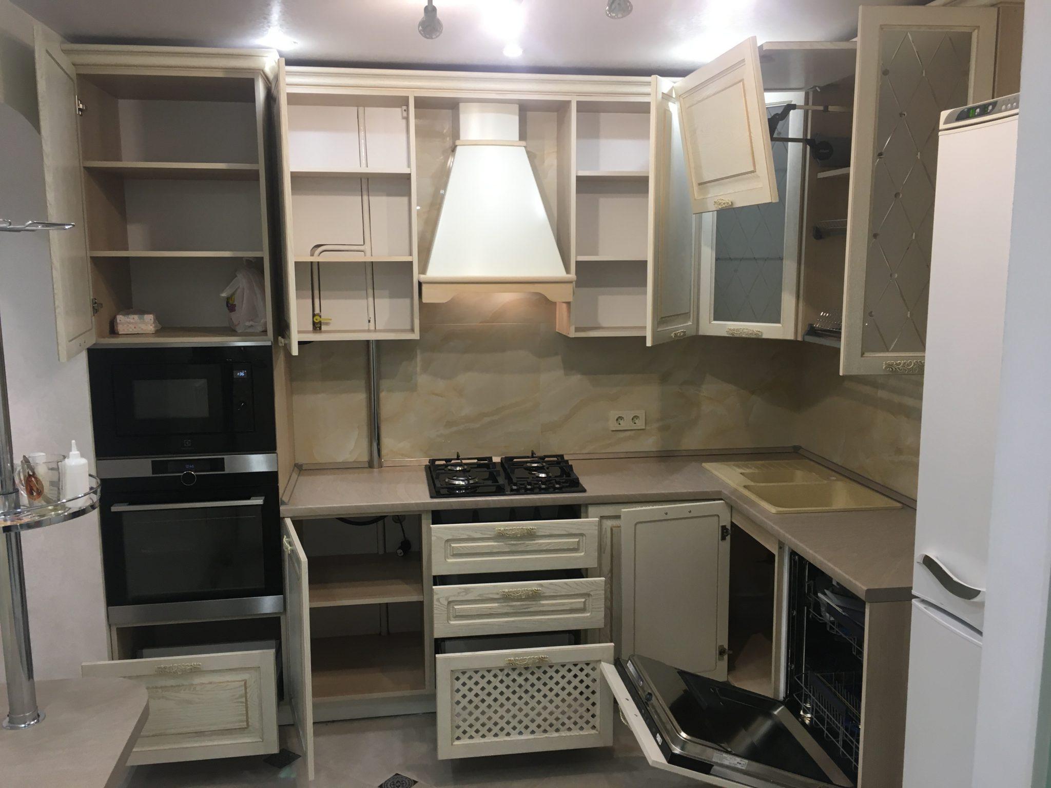 кухня в Гомеле по ул. Свиридова из массива ясеня 71 2