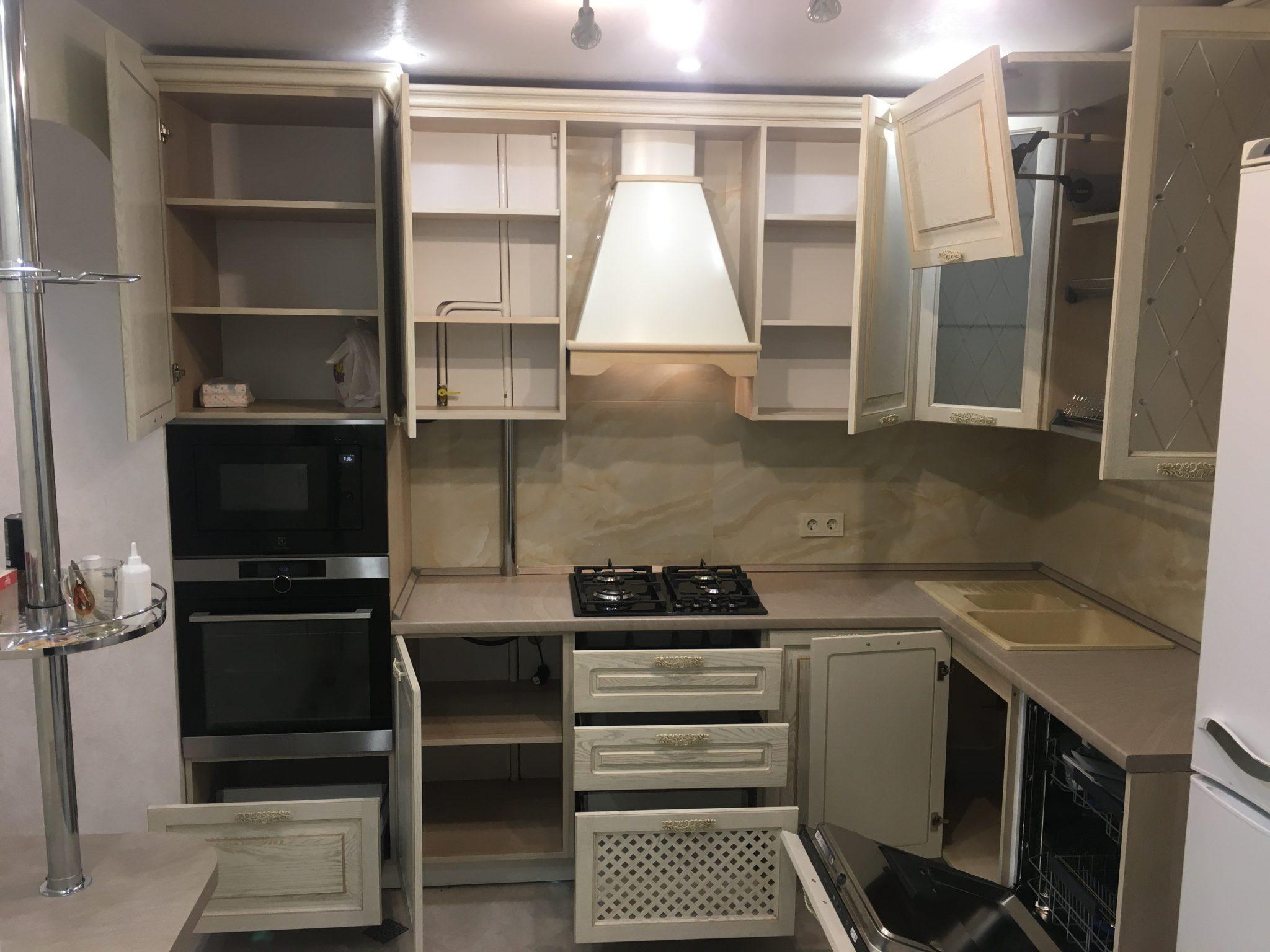 кухня в Гомеле по ул. Свиридова из массива ясеня 71 4